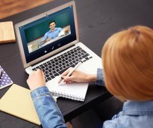 Plateformes en ligne, systèmes de tchat et de vidéoconférence... Les écoles d'ingénieurs utilisent les outils numériques pour assurer la continuité pédagogique.