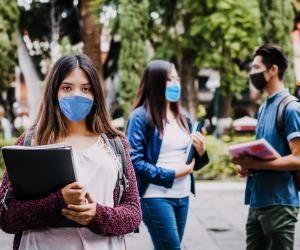 Les gestes barrière, port du masque et distanciation, seront de rigueur dans les établissements scolaires et de l'enseignement supérieur à la rentrée 2020.