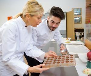 Envie de devenir chocolatier pour régaler les papilles des clients ? L'académie d'Aix-Marseille propose un CAP chocolatier-confiseur.