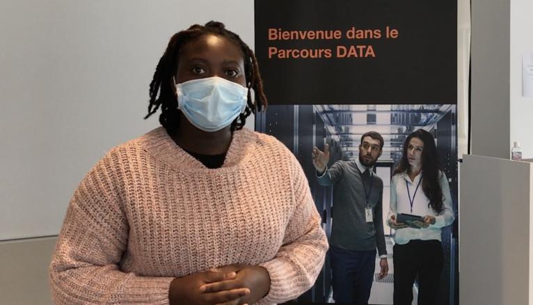 """""""Data analyst, expert en cybersécurité... tous les métiers du numérique sont accessibles aux filles. Dans la promotion, nous sommes 12 filles sur 20 apprentis data analysts"""", explique Hanyatou, 25 ans, titulaire d'une licence informatique de l'université de Cergy-Pontoise."""