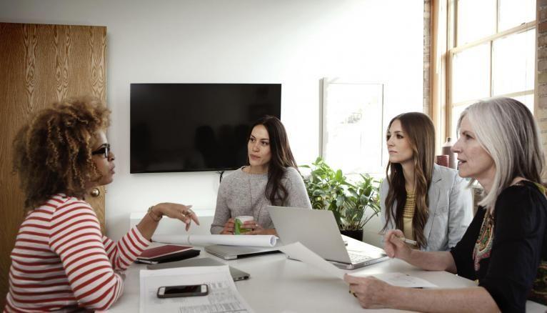 Demandez à des amis ou des collègues de jouer le rôle du recruteur pour vous entraîner à répondre avec assurance.