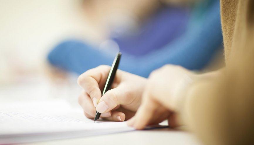 Les épreuves anticipées de sciences du baccalauréat ont permis de rassurer les élèves de première pour l'année prochaine. //©plainpicture/Paul Tait