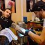 La pratique est indispensable pour devenir un bon tatoueur // © Lydie LECARPENTIER/REA