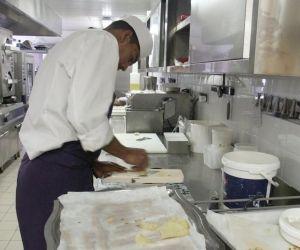 Personnel de cuisine, serveur... l'hôtellerie-restauration est un secteur qui recrute facilement des novices. // ©iStockphoto