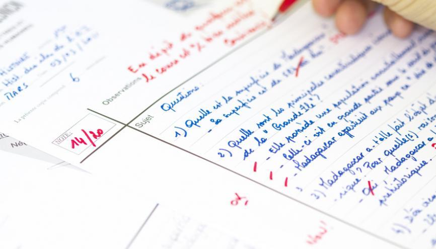 Vous ne comprenez pas une de vos notes ? Vous pouvez demander à voir votre copie. //©Fotolia