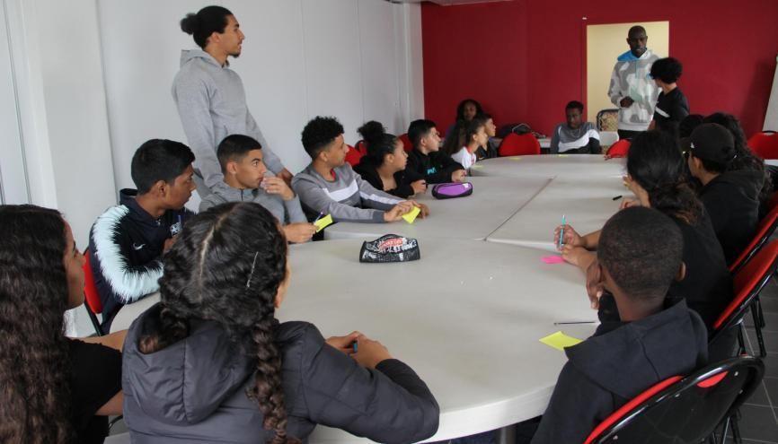 Lors des colos apprenantes, les adolescents participent à des activité éducatives, comme des débats ou des quiz sur les valeurs de la République. //©Era-93