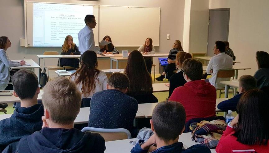 Prenant leur rôle au sérieux, les élèves-avocats ont enfilé pantalons noirs et chemises blanches pour le procès. //©Natacha Lefauconnier