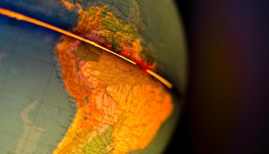 La mondialisation : un sujet classique du bac pour l'épreuve d'histoire-géo. //©plainpicture/Gine Seitz