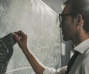 Si vous voulez entrer en école d'ingénieurs, vous devrez suivre une combinaison de spécialités comprenant des maths.
