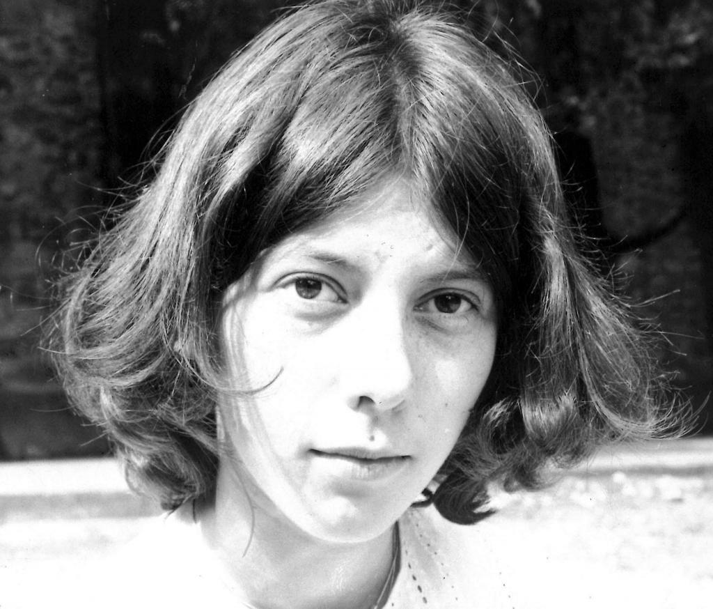 Ici, en 1977, elle a 16 ans. Élève au lycée Joffre de Montpellier, elle aime les maths et la géométrie, et sent aussi qu'elle souhaite s'orienter vers un métier artistique. //©Photo fournie par le témoin