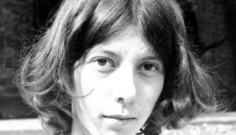Ici, en 1977, elle a 16 ans. Élève au lycée Joffre de Montpellier, elle aime les maths et la géométrie, et sent aussi qu'elle souhaite s'orienter vers un métier artistique.