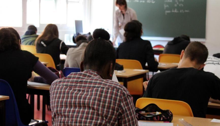 Les examens et concours sont supprimés, maintenus ou aménagés selon les cas. //©Drivepix/Adobe Stock