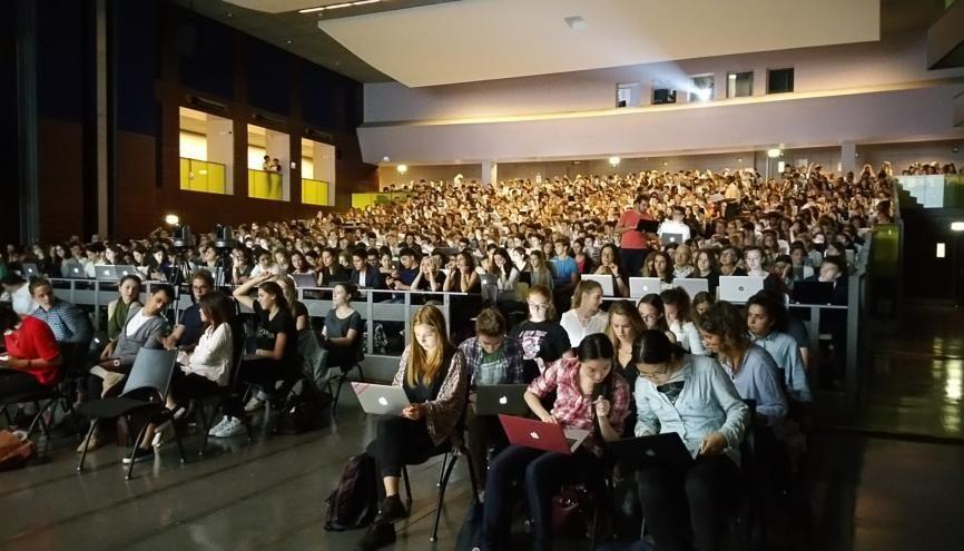 """Amphithéâtre interactif à l'université Paris-Dauphine dans le cadre du programme """"Trajectoires"""". //©Université Paris Dauphine"""