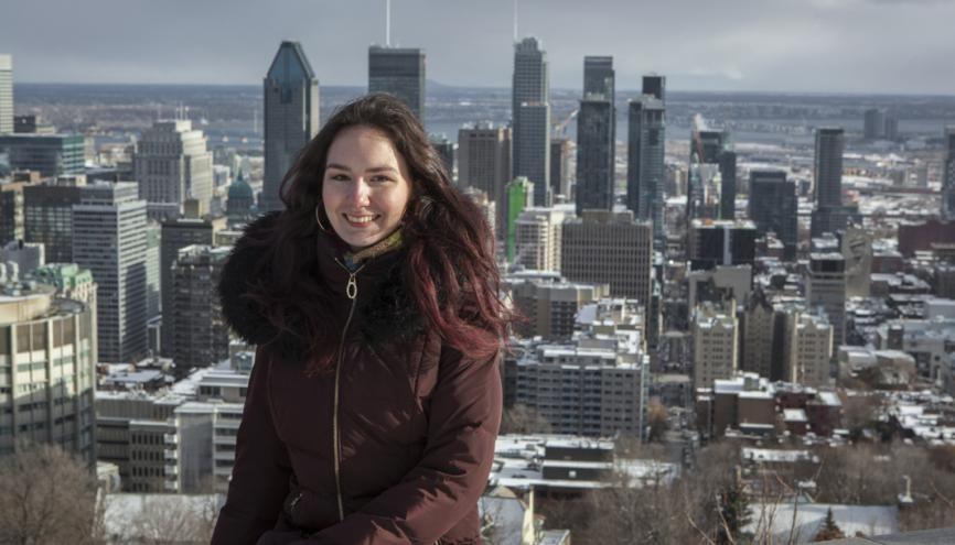 Audrey au belvédère du Mont-Royal, d'où l'on domine Montréal. //©Bertrand Carrière/Agence VU pour l'Etudiant