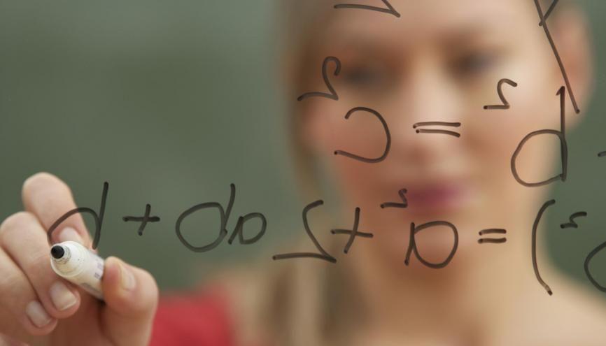 Pour réussir les concours des écoles d'ingénieurs, il faut être un crack en maths, mais être aussi doué en lettres. //©plainpicture/Stock4B