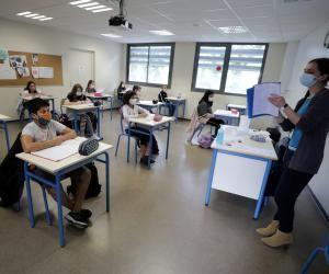 """Selon la circulaire de rentrée du ministère de l'Éducation nationale, """"tous les élèves seront accueillis sur le temps scolaire"""", dans """"le respect des règles sanitaires""""."""