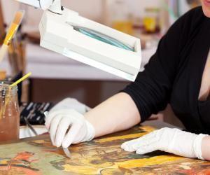 Devenir restaurateur d'œuvres d'art est l'un des métiers phares autour de la conservation du patrimoine mais il est loin d'être le seul.