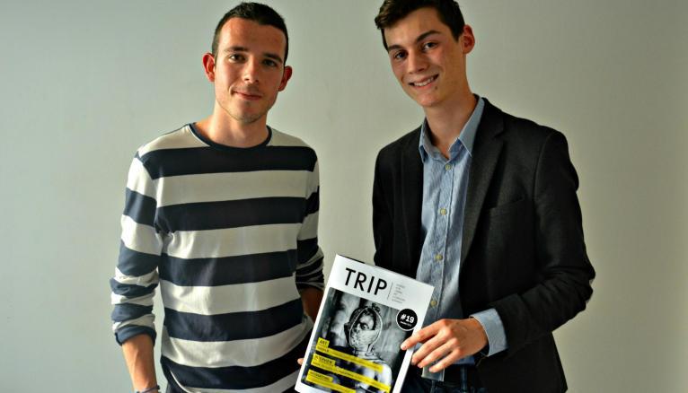 Julien Toublanc (à gauche) et Jules Plat (à droite), 18 ans, animent une rédaction d'une trentaine de jeunes de 16 à 20 ans.