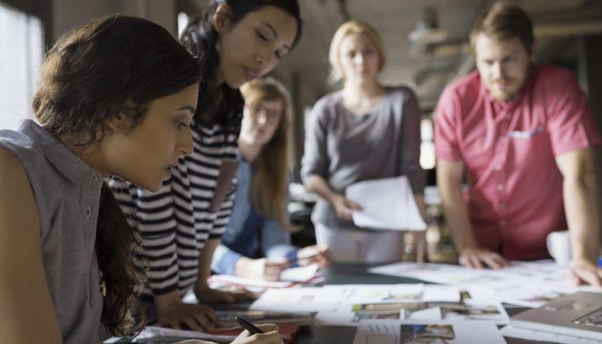 Tous les employeurs peuvent recruter en apprentissage, y compris les entreprises publiques. //©plainpicture/Hero Images