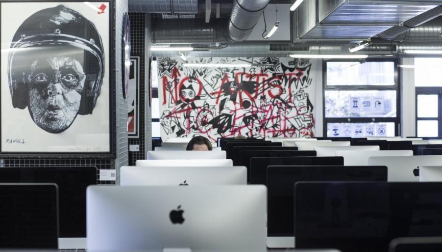 Dans les locaux de l'École 42 : des salles de travail pas tout à fait comme les autres... //©Marta NASCIMENTO/REA