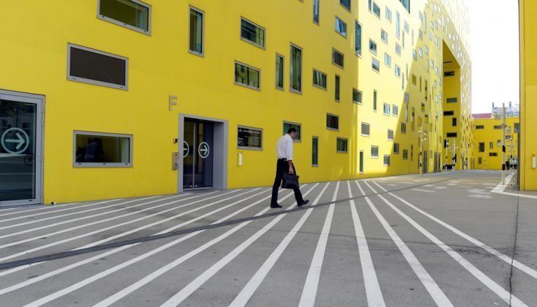 La Cité des affaires à Saint-Étienne, sur l'ilôt Grüner dans le quartier de Châteaucreux, est un ensemble d'immeubles de bureaux conçu par Manuelle Gautrand en 2010.