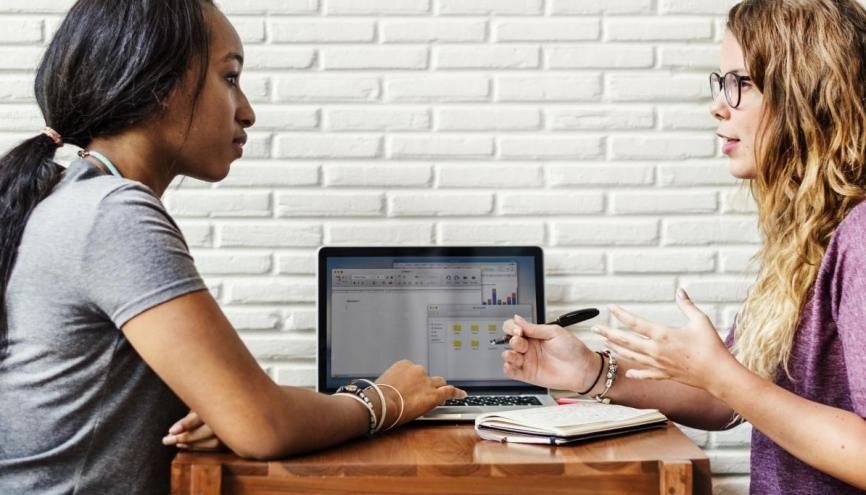 Ne tardez pas à trouver votre alternance en master, vous marquerez des points auprès du jury ! //©Rawpixel.com / Adobe Stock