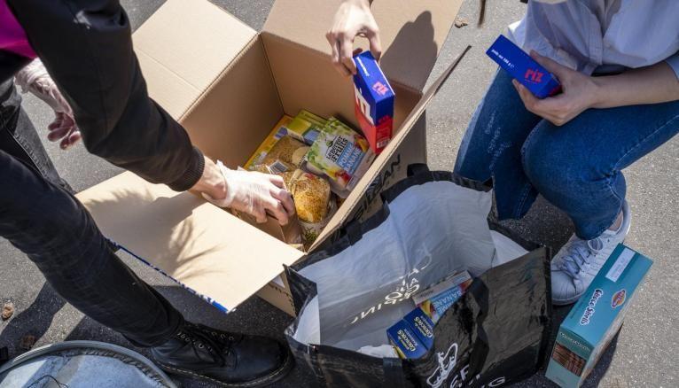 Distribuer de l'aide alimentaire a été la priorité dans la plupart des villes étudiantes.