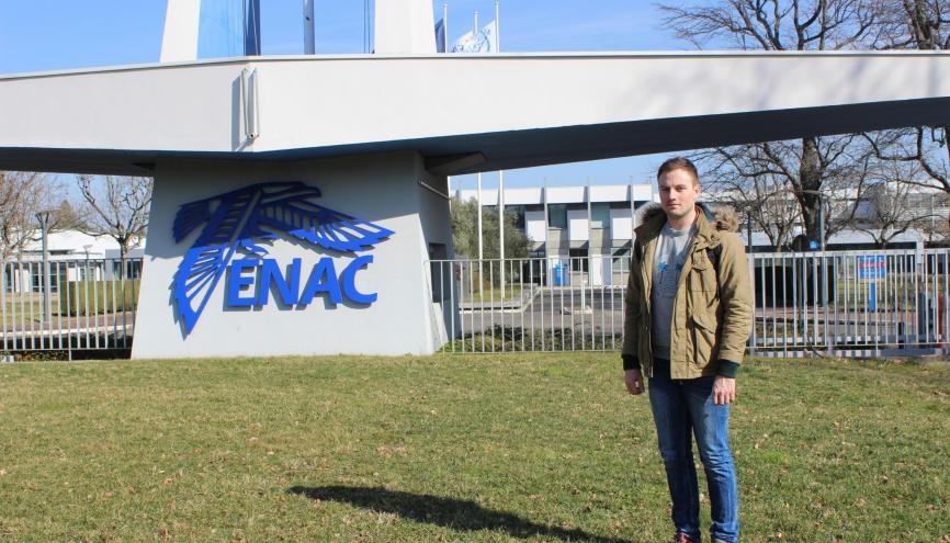 Jonas est élève ingénieur en première année à l'ENAC. //©Delphine Dauvergne