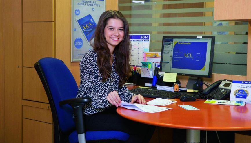 Pauline, 18 ans, en DUT TC, apprentie attachée commerciale chez LCL, à Vitry-sur-Seine (94) //©Évelyne Garat pour l'Étudiant