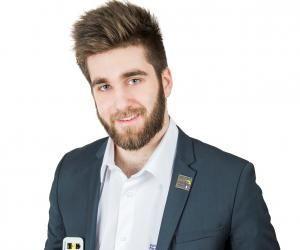 Alexandre, 22 ans, ingénieur apprenti au CNAM Picardie prépare un diplôme d'ingénieur informatique après son BTS également obtenu par la voie de l'apprentissage.
