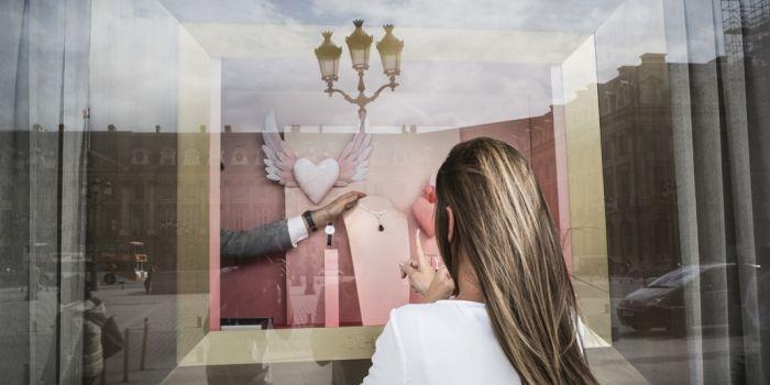L installation des bijoux dans les vitrines se fait tous les matins.    ©  Mat Jacob Tendance Floue pour l Etudiant 91971806f32d