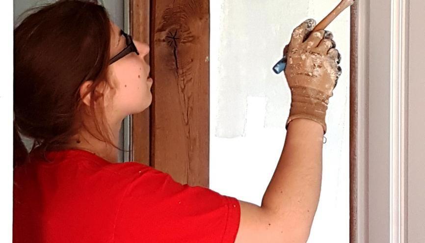 Depuis l'immatriculation de sa société, Marine - artisan peintre - ne chôme pas et enchaîne les chantiers chez des particuliers. //©Photo fournie par le témoin