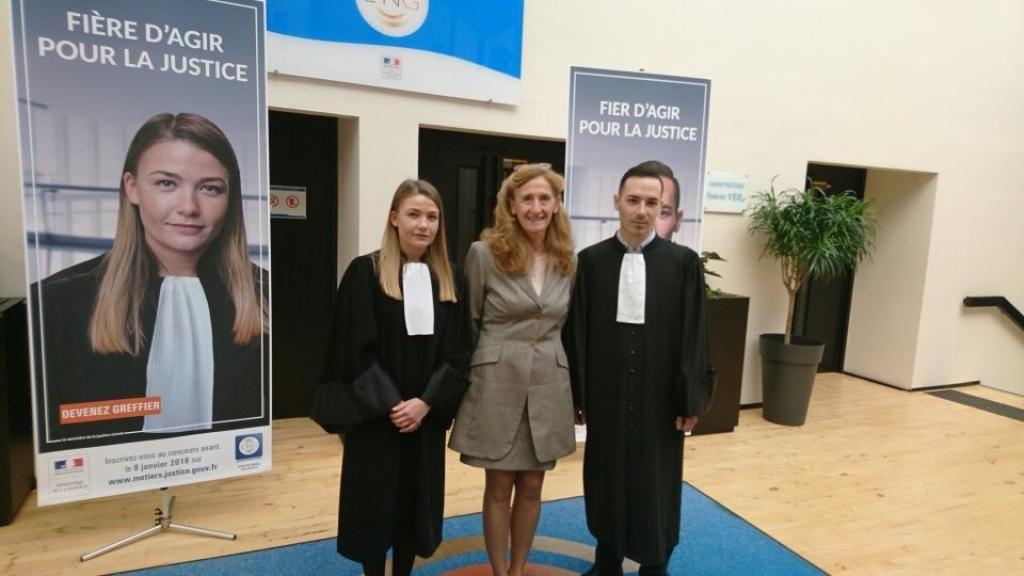 Nicolas Benentendi (à droite), greffier stagiaire avec Nicole Belloubet, la ministre de la Justice, venue assister à la prestation de serments à l'École nationale des greffes. //©Ministère de la Justice