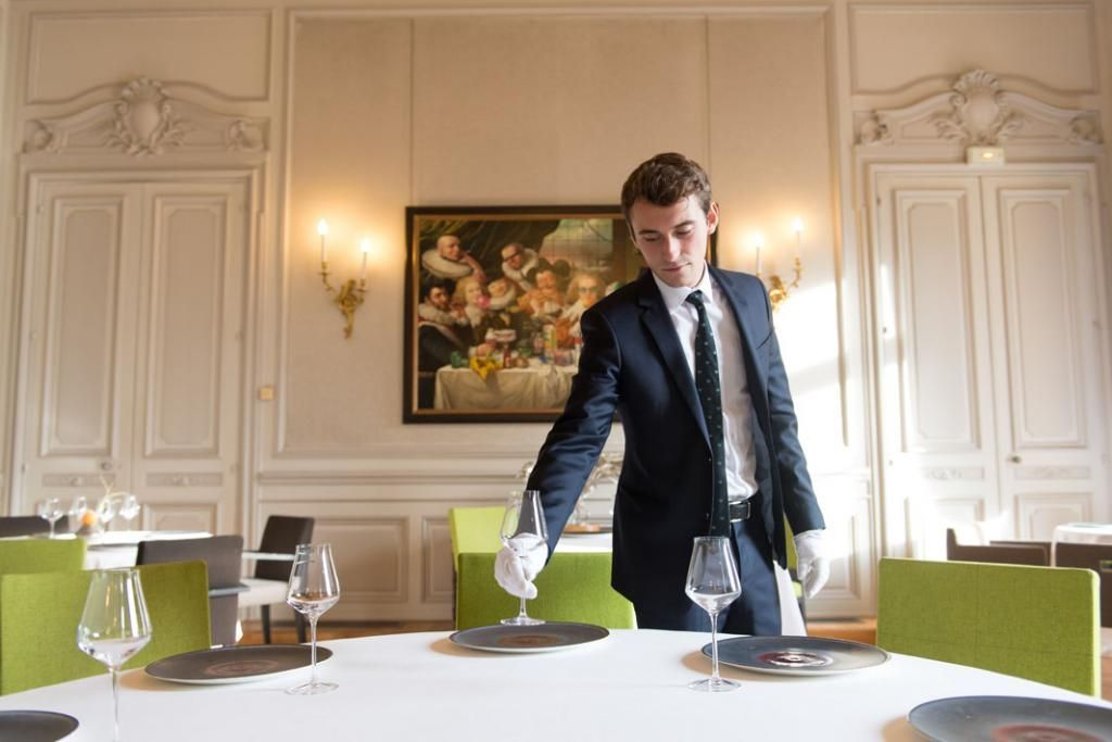 Au restaurant gastronomique Saisons, les étudiants doivent assurer un service impeccable. //©Olivier GUERRIN pour L'Étudiant