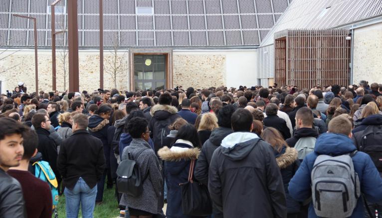 Une minute de silence a été observée à la maison de l'étudiant de l'universite Paris-Est Marne-La-Vallee, le 16 novembre 2015