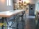 """""""Le Kafé"""" (salle à manger) de la résidence Kley à Caen : sa table avec prises incorporées et amovibles, pour petit-déjeuner, déjeuner ou travailler. //©Laure Antoine"""
