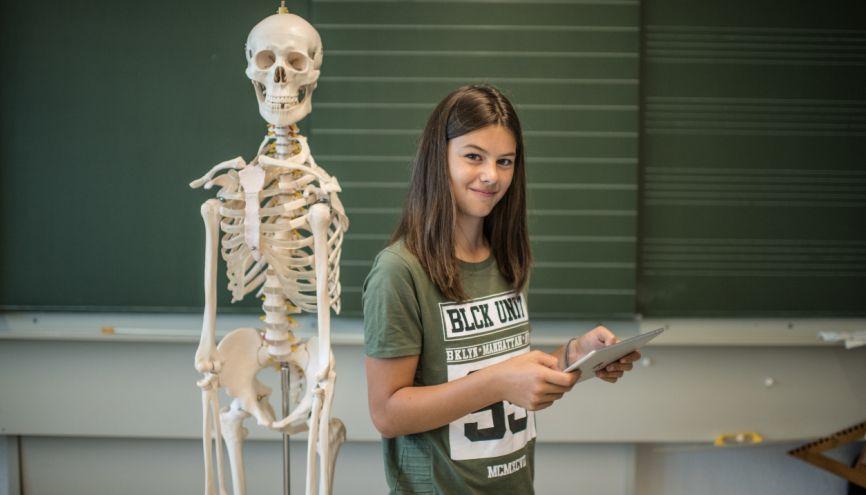 Maths, physique-chimie et SVT : le trio de spécialités de tête pour les études de santé. //©plainpicture/Kaiser