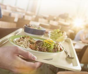 À la cantine, un dressage à l'assiette ou au plateau devrait être privilégié.
