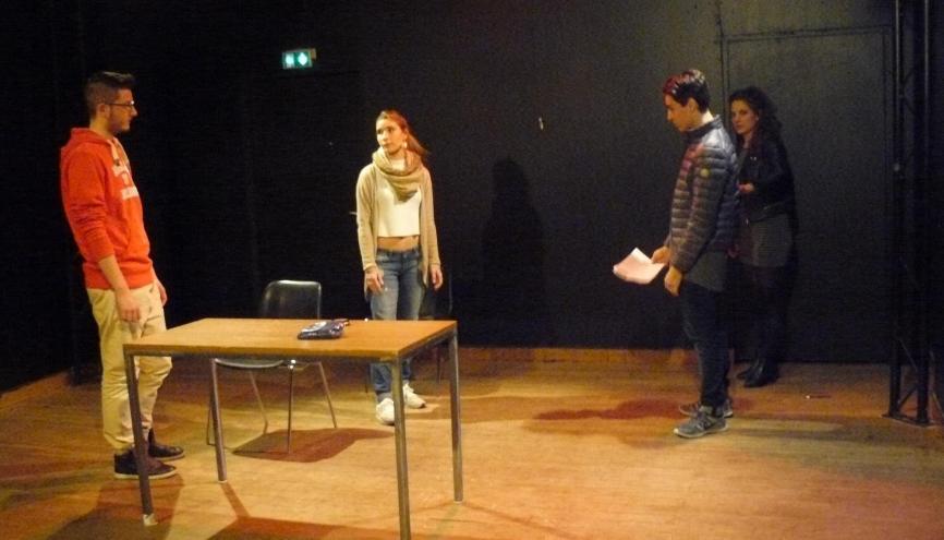 Séance d'improvisation au Cours Florent pour les étudiants en management du bachelor ESG //©Cécile Peltier