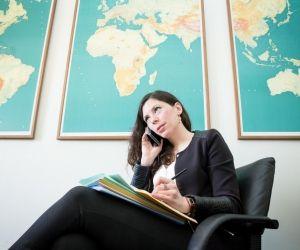 Rédactrice à la direction Afrique du Nord et Moyen-Orient, Dora peut être amenée à livrer 5 notes en 1 heure, au cabinet du ministre des Affaires étrangères.
