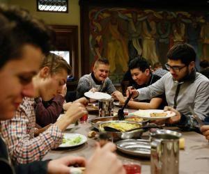 Repas du soir à la maison des Compagnons du devoir de Strasbourg.