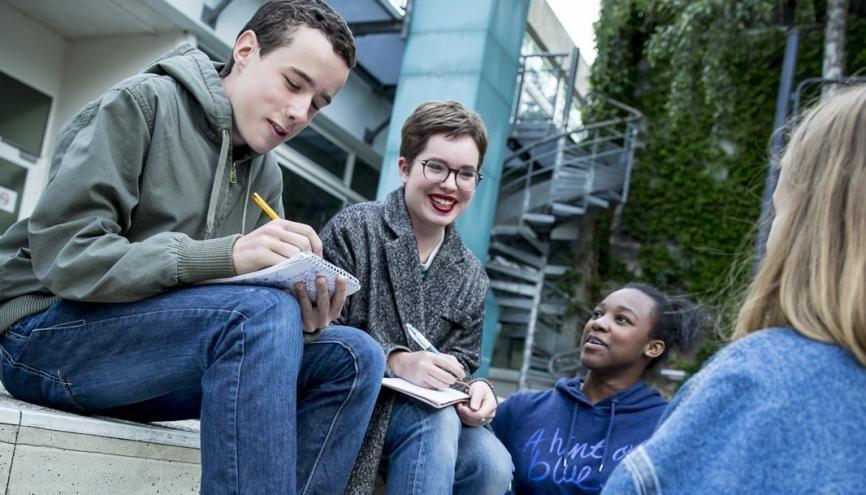 Mana, en première au lycée Condorcet de Montreuil, prend son rôle de déléguée très à cœur. //©Florence Levillain pour L'Étudiant