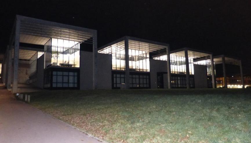 La bibliothèque santé de Besançon fait partie de ces BU qui permettent aux étudiants de travailler en nocturne. //©Camille Jourdan