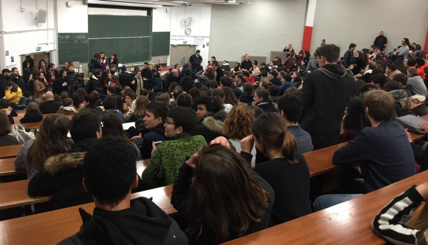 À Tolbiac, l'assemblée générale a réuni près de 600 étudiants, ce jeudi 1er février 2018, mobilisés contre la réforme de l'entrée à l'université. //©Laura Taillandier