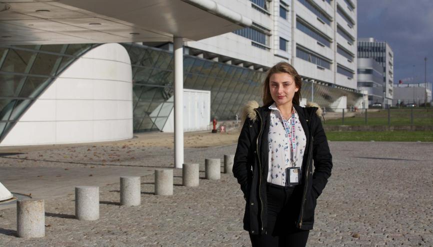 Olivia travaille en tant que digital analyst web chez Air France. //©Évelyne Garat pour l'Étudiant