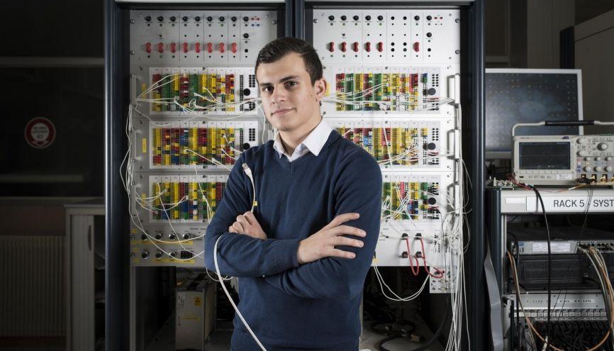 Alexandre, 22 ans, apprenti ingénieur système chez Airbus Helicopters, à Marignane (13) //©Yohanne Lamoulère/Transit pour l'Etudiant