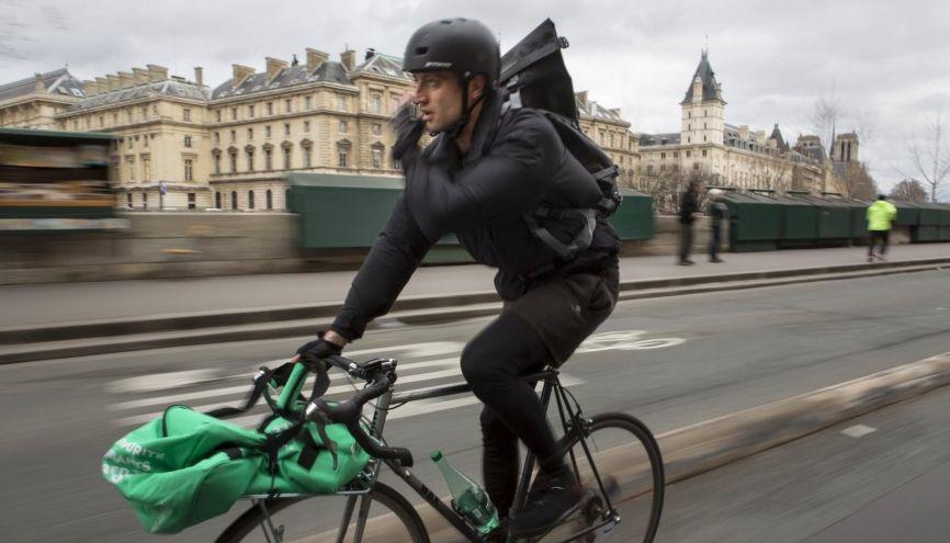 Une bonne condition physique est nécessaire pour être livreur à vélo. //©Hugo AYMAR/HAYTHAM-REA