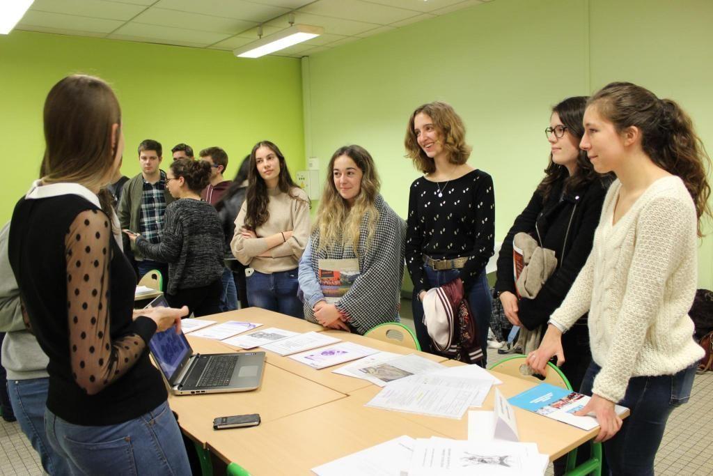Mathilde, Justine, Tiffany et leurs copines ont très envie de rejoindre l'école vétérinaire de Maisons-Alfort. //©Delphine Dauvergne