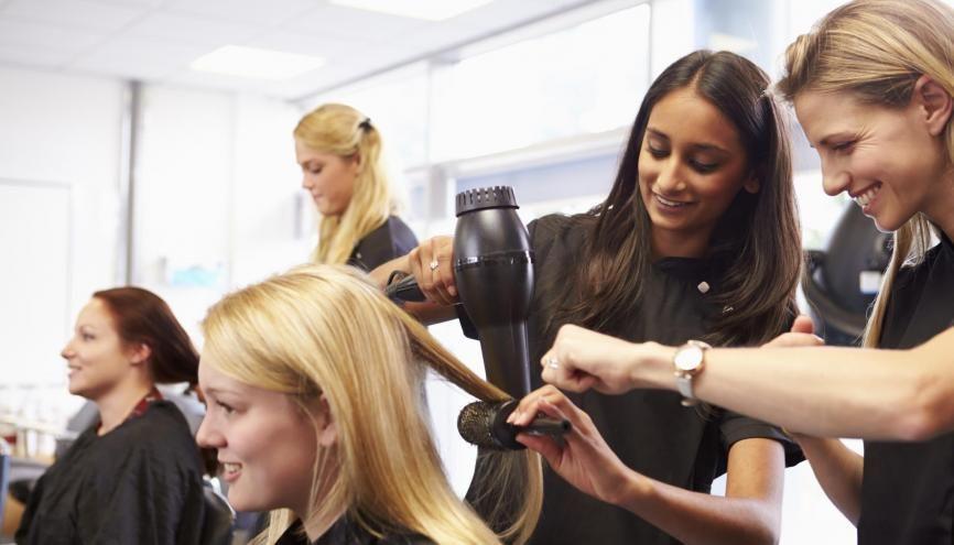Les salons de coiffure ont été touchés de plein fouet par la crise du Covid-19. //©Monkey Business / Adobe Stock