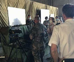 Devant la ministre des Armées Florence Parly, les formateurs de l'École de l'air présentent les nouveaux outils technologiques au cœur des enseignements des futurs pilotes de l'air.